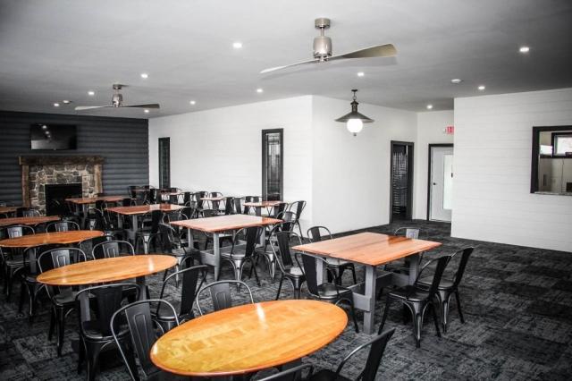 Osceola Ski & Sport Resort: Porch View Looking In