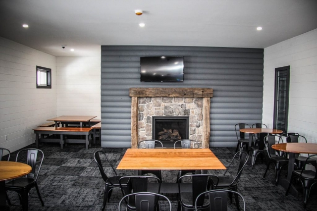 Osceola Ski & Sport Resort: Fireplace View